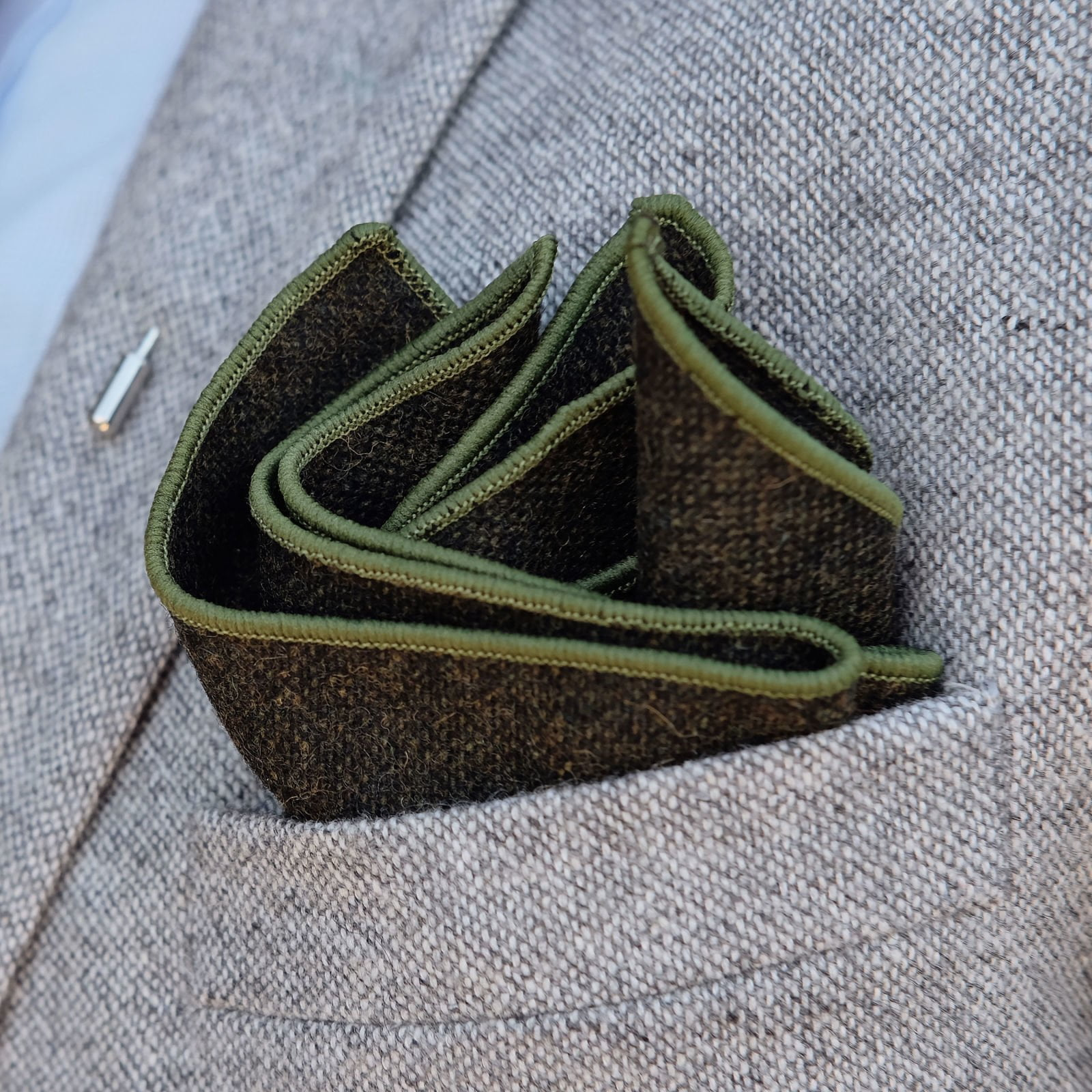 Get stunning look with green pocket square