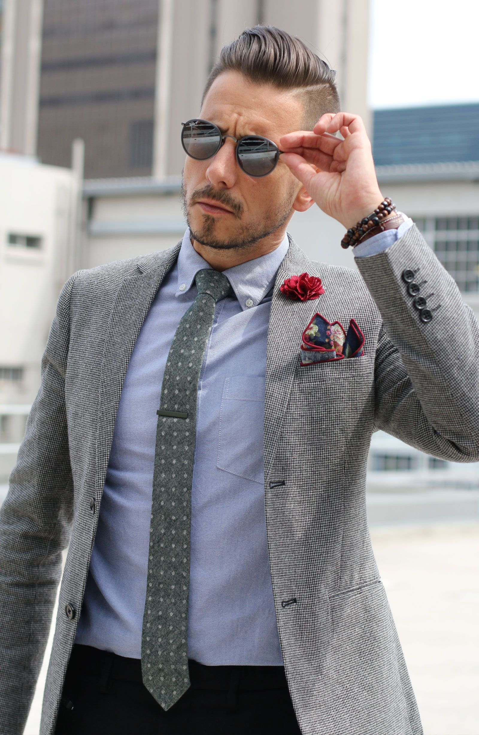 lapel pin to style the suit